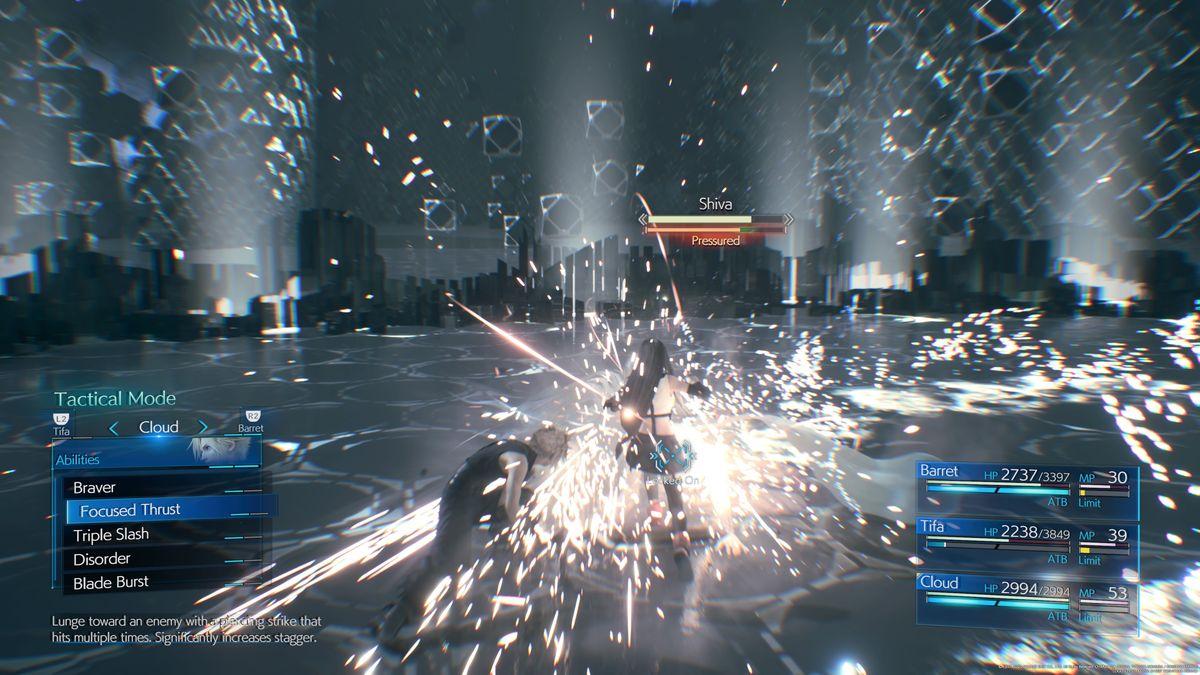 Una captura de pantalla de Final Fantasy 7 Remake que destaca la habilidad de Cloud, Focused Thrust